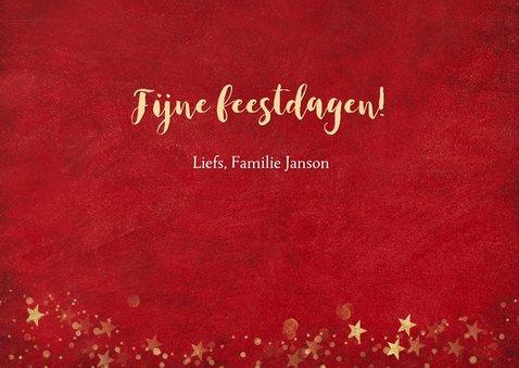 Kerst ansichtkaart met rode achtergrond en gouden sterren 3