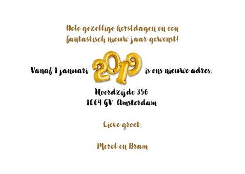 Kerst / nieuwjaars verhuiskaart 2019 ballon goud en hout 3