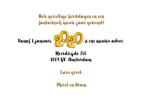 Kerst / nieuwjaars verhuiskaart 2020 ballon goud en hout 3