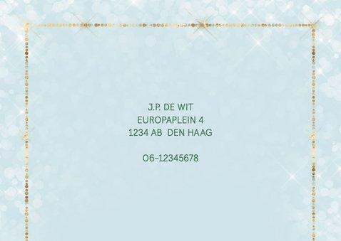 Kerst verhuiskaart met winters dorp met sneeuw 2