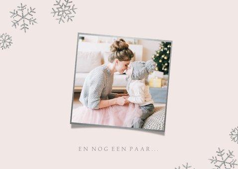 Kerstkaart eigen foto 'Kerstkusjes' roze 2