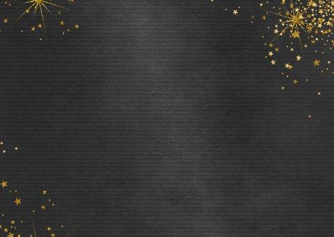 Kerstkaart feestelijk zwart met gouden sterren en 3 foto's 2