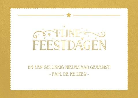 Kerstkaart met een eigen foto en een gouden vlak met letters 3