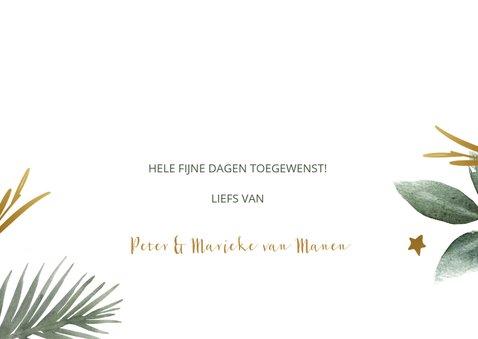 Kerstkaart met groene takjes en gouden sterren en tekst 3