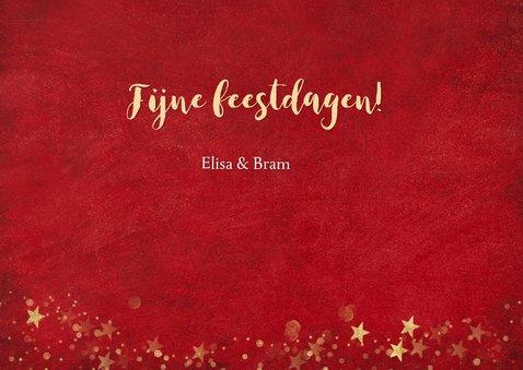 Kerstkaart rode achtergrond met gouden confetti en 2 foto's 3