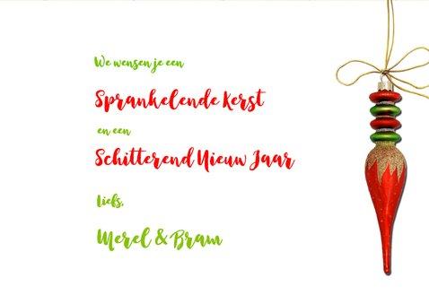 Kerstkaart rode kerstballen houtprint groen 3
