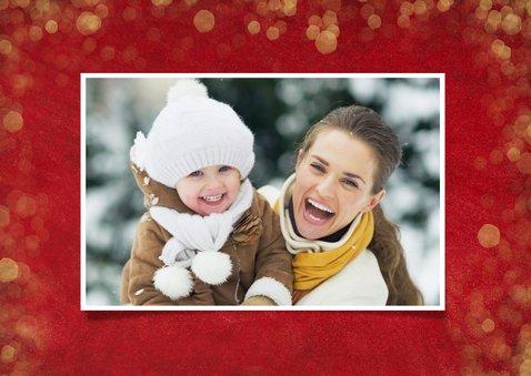 Kerstkaart sfeervol  met foto - rood met gouden confetti 2
