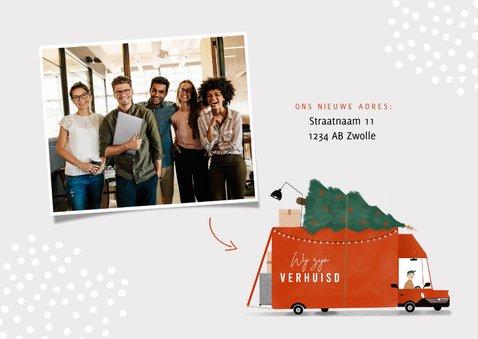 Kerstverhuiskaart rode verhuisbus kerstboom en logo  2