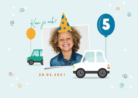 Kinderfeestje uitnodiging drive in stoet feest confetti 2