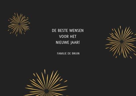 Leuke nieuwjaarskaart met typografie en vuurwerk 3