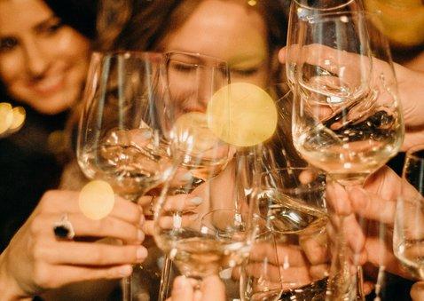 Leuke uitnodiging nieuwjaarsborrel met foto en champagne 2