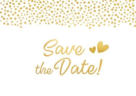 Moderne Save the Date kaart met gouden letters en hartjes 2