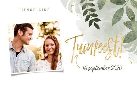 Moderne uitnodiging tuinfeest planten en gouden typografie 2