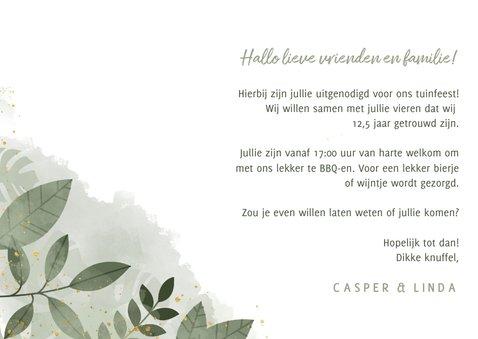 Moderne uitnodiging tuinfeest planten en gouden typografie 3
