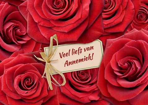 Mooie bloemenkaart met rode rozen om iemand te feliciteren 3
