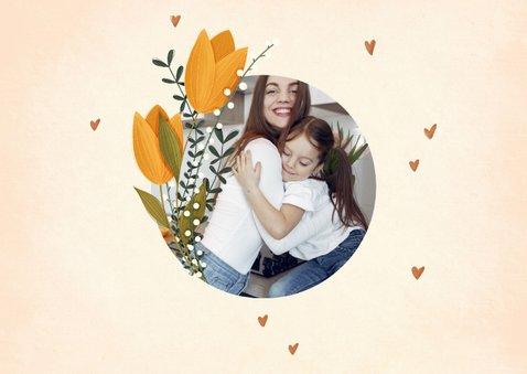 Muttertagskarte mit rundem Foto, Tulpen und Herzchen 2