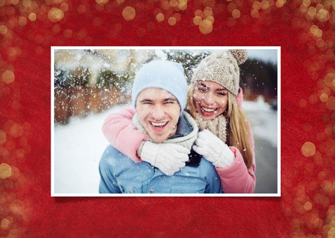 Rode kerstkaart met foto, gouden sterren, tekst en confetti 2
