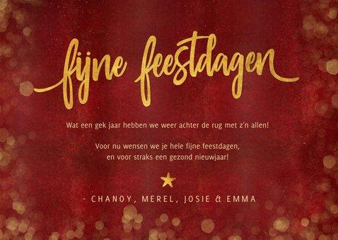 Sfeervolle rode kerst fotokaart met 3 foto's en gouden tekst 3