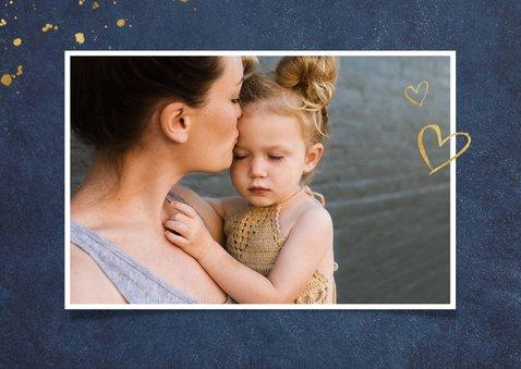 Stijlvolle donkerblauwe moederdagkaart met koperen tekst 2