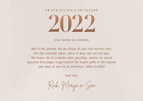 Stijlvolle fotocollage kerstkaart met 2022 in rosé goud 3