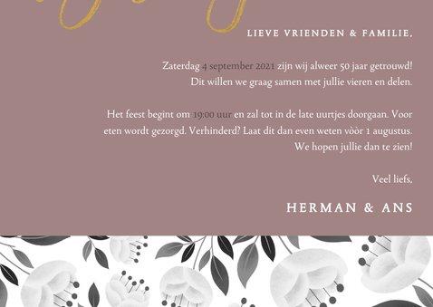 Stijlvolle jubileum uitnodiging 50 jaar met witte bloemen 3