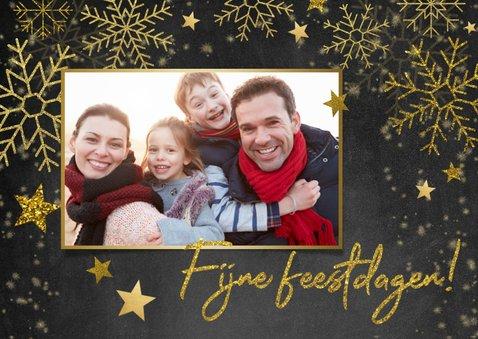 Stijlvolle kerstkaart gouden sneeuwvlokken, sterren en foto 2
