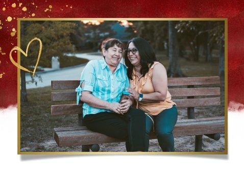 Stijlvolle rode moederdagkaart met gouden knuffel hartje 2