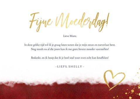 Stijlvolle rode moederdagkaart met gouden knuffel hartje 3