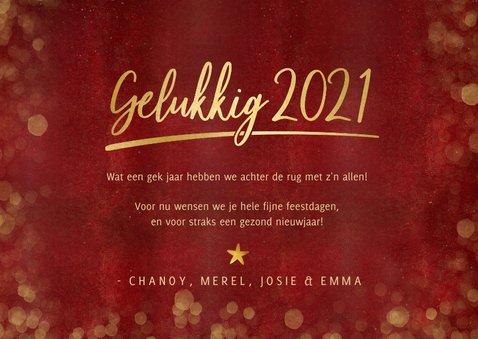 Stijlvolle rode nieuwjaarskaart met 3 eigen foto's en goud 3