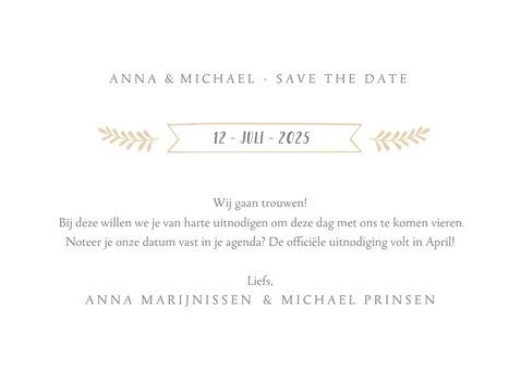Stijlvolle witte  trouwkaart met grote eigen foto en datum 3