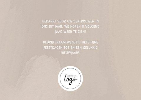 Stijlvolle zakelijke kerstkaart met fotocollage, logo & 2020 3