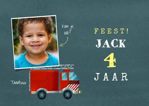 Stoere kinderfeestje kaart brandweerauto, foto en leeftijd 2