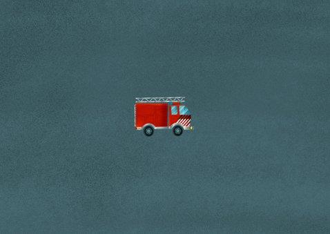 Stoere kinderfeestje kaart brandweerauto, foto en leeftijd Achterkant