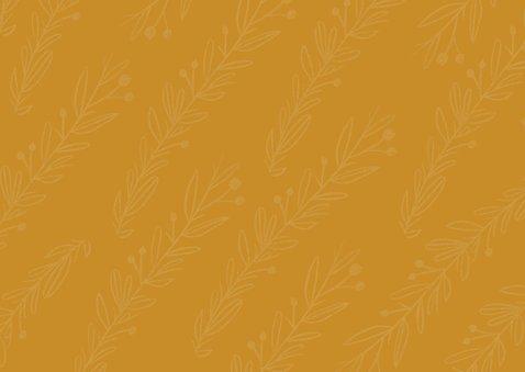 Trendy geboortekaartje in oker geel met takjes Achterkant