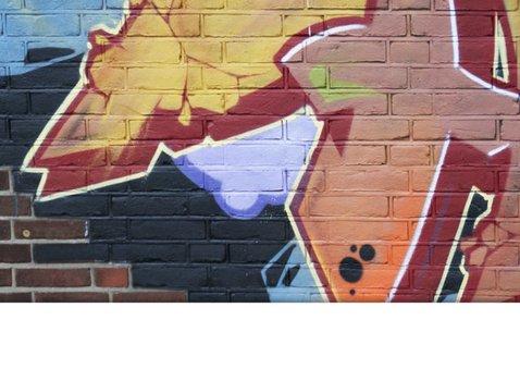 Uitnodiging feest graffiti muur man jongen 2