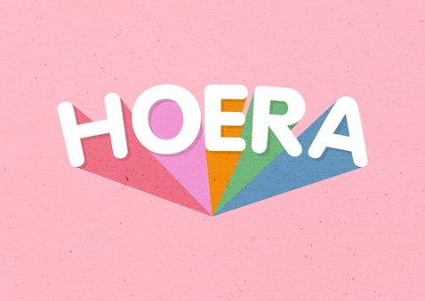 Verjaardagskaart 'HOERA' regenboog roze 2
