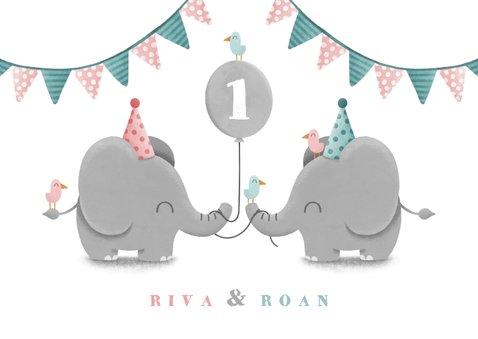 Verjaardagskaart olifantjes tweeling met ballon en slingers 2
