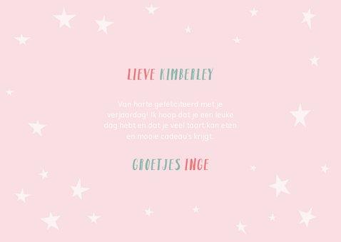 Vrolijke verjaardagskaart met typografie en sterren 3