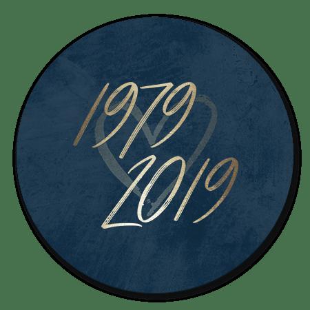 Goudlook '1979/2019' met donkerblauwe achtergrond