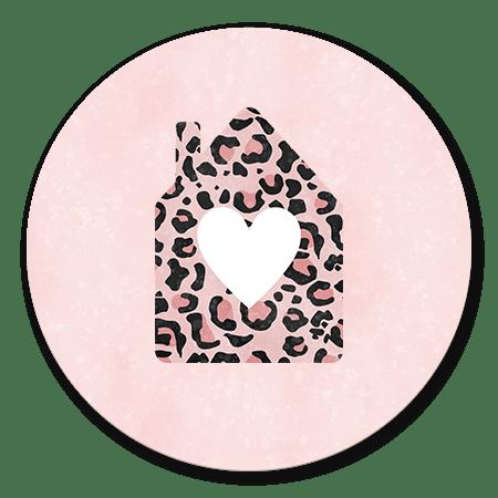 Roze panterprint huisje