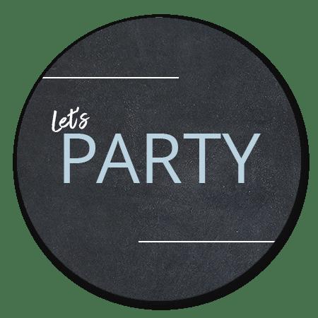 Let's party blauwe letter op krijt